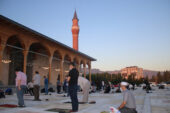 AK Gençler Paşa Camiinde 'şükür namazı' kıldı