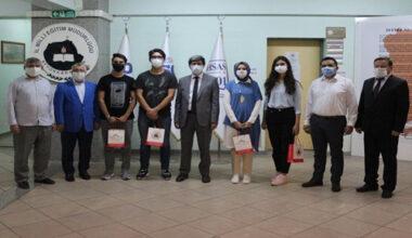 YKS'de derece yapan öğrenciler Yalçın'la bir araya geldi
