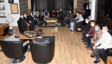 Başkan Zeybek, AK  gençlerle bir araya geldi