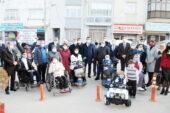 Engellilere akülü araç dağıtıldı