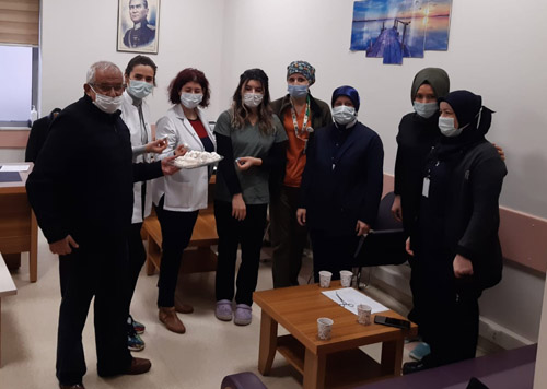"""Devlet Hastanesi'ne  en """"tatlı"""" ziyaret"""