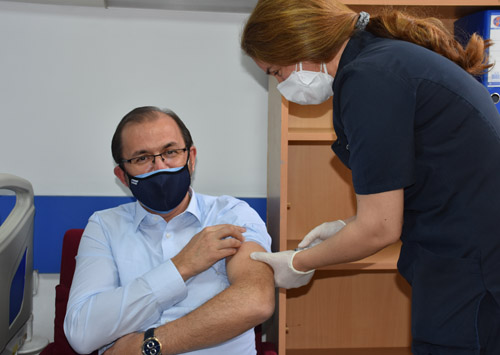 Rektör Okumuş,  koronavirüs aşısı oldu