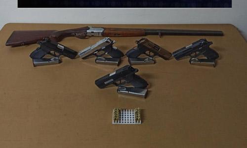 Uyuşturucu satıcısının evinde  ruhsatsız tabanca ele geçirildi