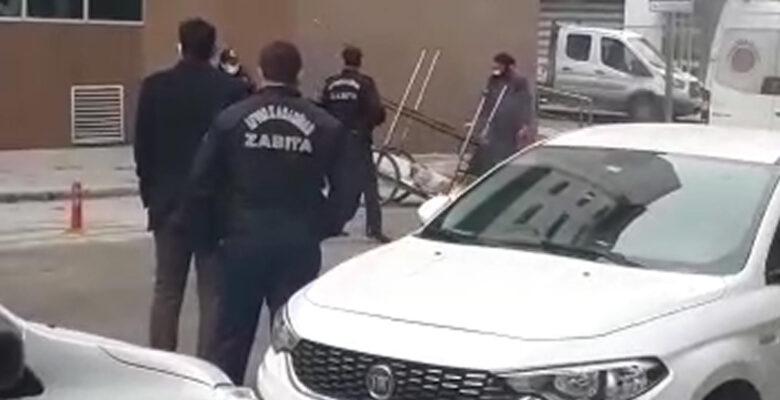 Belediye'nin önünde motosikletini yaktı