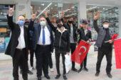 İYİ Parti Ambaryolu'nda bayrak dağıttı