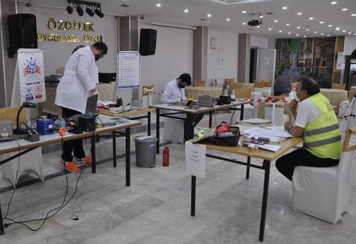 Afyon'da cep telefonu tamir sınavı yapıldı