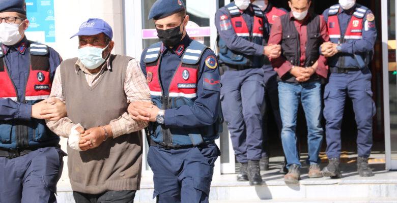 Bostanlı'daki cinayetin zanlıları mahkemede: 3 kişi tutuklandı