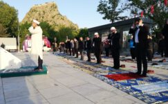Zafer Meydanı'nda Bayram namazı
