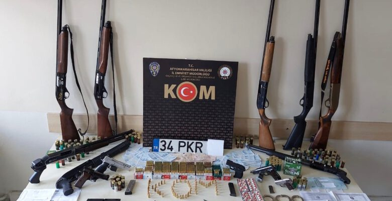 """Afyon'da Sedat Peker'le bağlantılı 25 kişi yakalandı. 2'si tutuklandı, 5'inin dosyası """"Köfteci Yusuf"""" dosyasıyla birleştirildi"""