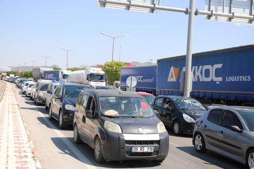Afyon'da bayram trafiği yoğunluğu oluştu