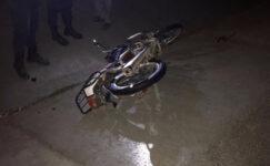 Hafif ticari araca  çarpan motosikletin sürücüsü öldü