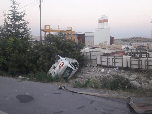 Lastiği patlayan  otomobil şarampole devrildi: 5 yaralı