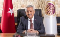 Başkan Zeybek'ten  öğrencilere eğitim desteği