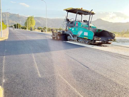 Erkmen'de 40 bin metrekare sıcak asfalt serildi