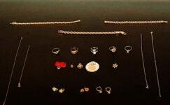 Şüphe üzerine durdurulan  araçtan 10 bin liralık altın çıktı