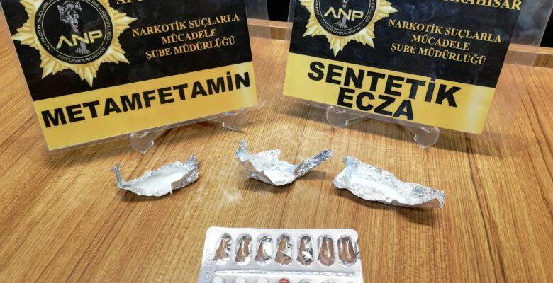 Erenler'de uyuşturucu partisine suçüstü