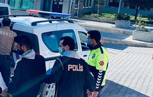 2 otomobilde  5 düzensiz  göçmen yakalandı