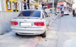Kaldırıma park eden sürücülere ceza yağdı