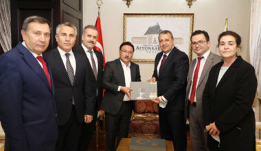 Vali Çiçek, PTT yöneticilerini kabul etti
